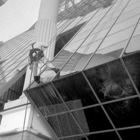 Мойка фасадов и наружных остеклений